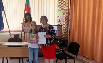 Първи сертификати в новия езиков кабинет в Девин!
