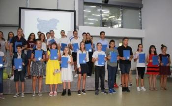 Училища ЕВРОПА - Бургас връчиха престижните сертификати на Кеймбридж