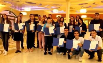 Зам.-кметът г-жа Пепа Чиликова връчи сертификатите на Кеймбридж на учениците на Училища ЕВРОПА - Сливен